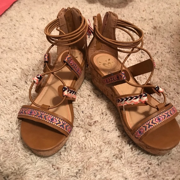344767309 Justice Other - Too cute Girls Justice sandals - Size 1